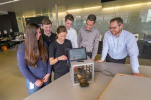 Students from various disciplines at the Baden-Württemberg Cooperative State University developing the Trumpf Cube. Left to right: Livia Greisiger, Kai-Uwe Hüber, Daniela Schindler, Julian Gergen, Daniel Stannard (Digital Instructor) and Torsten Klaus (Head of Technical Apprenticeship) with their Digital Key Box. Photo: Trumpf/ Weise