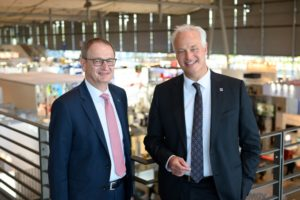 Carl Martin Welcker, EMO General Commissioner, (r) and Dr. Wilfried Schäfer, CEO of the EMO event organizer VDW (German Machine Tool Builders' Association), looking back on a successful EMO Hannover 2019