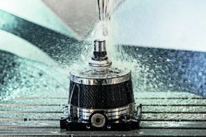 Megatrends im Visier: Zu den smarten Spannmitteln auf der METAV 2020 zählen auch Leichtbauprodukte wie der manuelle Spannstock MANOK aus Carbon. Foto: Hainbuch